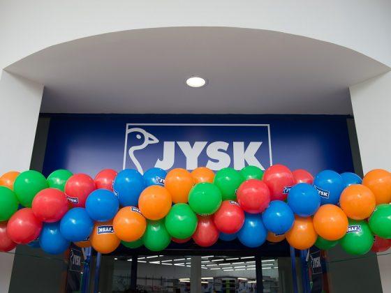 Η JYSK εγκαινιάζει το 32ο κατάστημα στην Ελλάδα, στην Καβάλα, σύμφωνα με το αρχικό πλάνο ανάπτυξης της εταιρείας.
