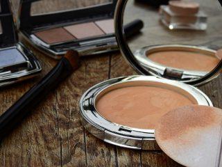 Ο Εθνικός Οργανισμός Φαρμάκων (ΕΟΦ) με σημερινή ανακοίνωση του ανακαλεί παρτίδες των καλλυντικών Lovie.