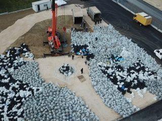 Η ανακύκλωση των γυάλινων μπουκαλιών πραγματοποιήθηκε στα αυτόματα υψηλής τεχνολογίας Κέντρα Ανταποδοτικής Ανακύκλωσης.