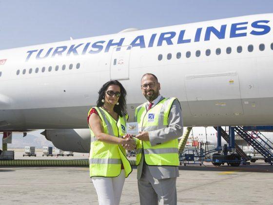 Ο Διεθνής Αερολιμένας Αθηνών βράβευσε την Turkish Airlines για τη συμβολή της στην ανάπτυξη του κλάδου των αερομεταφορών.