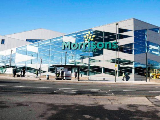 Μαθήματα επαγγελματισμού και κοινωνικής ευθύνης δίνουν η βρετανική λιανεμπορική Morissons και η Moët & Chandon LVMH.